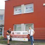 JUDr. Čorba a Mgr. Varganin pred sídlom MC Power v Prešove